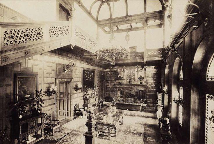 az 1896-ban épült Károlyi-kastélyegyüttes belső fotója. A felvétel 1900 körül készült. A kép forrását kérjük így adja meg: Fortepan / Budapest Főváros Levéltára. Levéltári jelzet: HU.BFL.XV.19.d.1.13.045