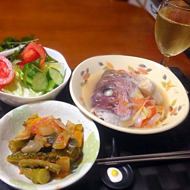 今夜の深夜の晩餐 鯛の頭のシニガン【フイリピン風酸味スープ】 ピナクベッツ【フイリピン風ラタトゥイユ】 サラダ 今日はやや甘口の白ワイン - 53件のもぐもぐ - シニガン ナ イスダ&ピナクベッツ by manilalaki