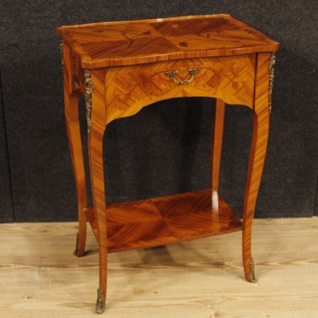 850€ French inlaid side table in rosewood and mahogany. Visit our website www.parino.it #antiques #antiquariato #furniture #antiquities #antiquario #comodino #inlay #inlaid #tavolino #sidetable #table #decorative #interiordesign #homedecoration #antiqueshop #antiquestore