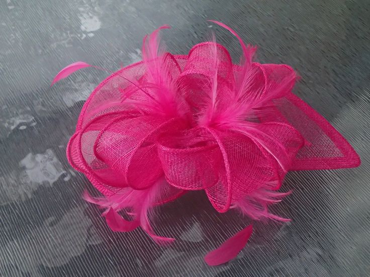 Hot pink Miranda Fascinator - great for the races or weddings or any special occasion for that matter. Check the new range in store.                          www.pretty-things.com.au