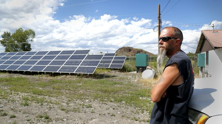 With the price of solar panels falling, more municipalities and homeowners are installing them. But having solar panels doesn't mean you won't lose power in a blackout — at least not yet.
