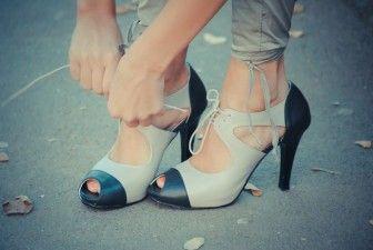 Burnu açık bağcıklı ayakkabı
