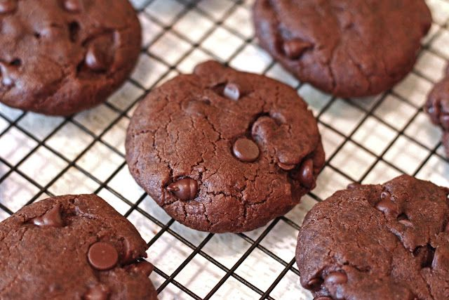 Sarah Bakes Gluten Free Treats: gluten free vegan chocolate chocolate chip cookies
