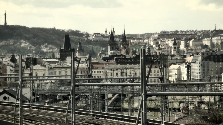 https://flic.kr/p/FL2Jvj | Prague | Pohled z cesty na vrch Vítkov, kousek nad Vojenským muzeem