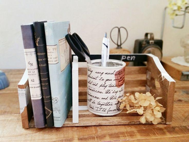 100均の木製ラックをDIYで文庫本がピッタリ置けるミニブックスタンドに♪ 可動式なので、本の厚さや置きたいモノの大きさに合わせて仕切り部分を動かすことができます。 また、完成品の使い方は自由自在! ブックスタンドの他、机の上の整理やキッチン収納などにも使えます♪ ぜひおうちに合わせた使い方を見つけてみてください。