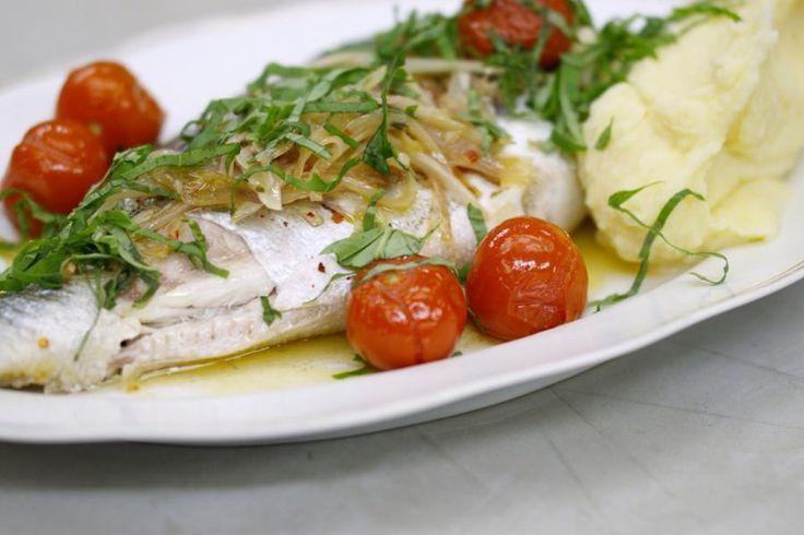 Goudbrasem of dorade royale is de bekendste vis in de familie van de zeebrasems. Voor dit puur visgerecht koop je de vis op z