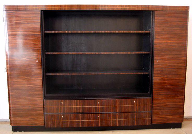 Herausragendes Art Deko Highboard  Epoche : Art Deco Holzart : Makassar Maße : Höhe 175 cm, Länge 251 cm, Tiefe 43,5 / 47,5 cm Kennung : Nr. 040