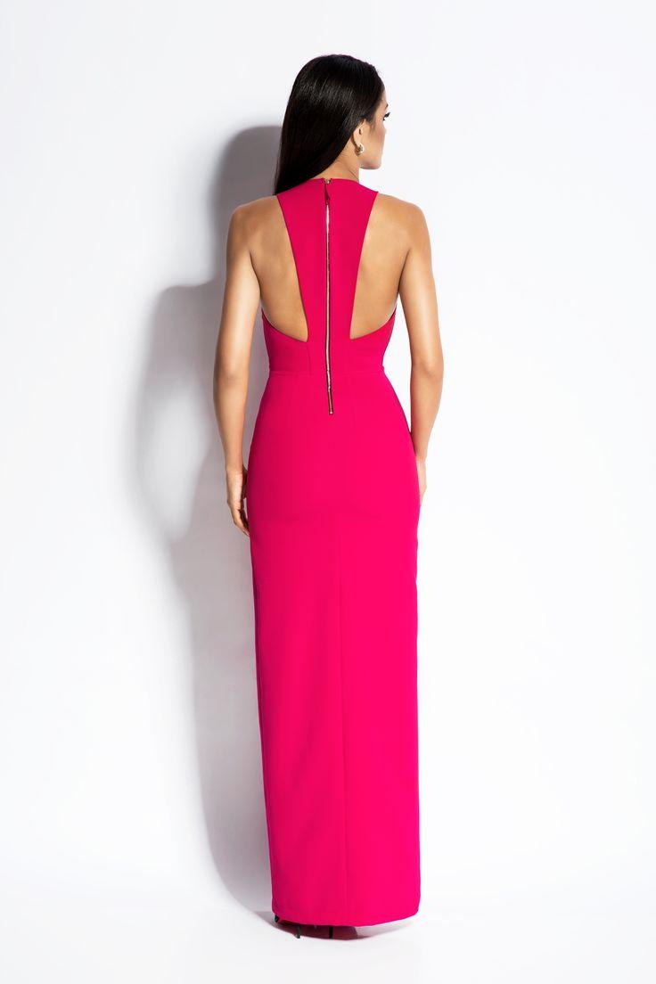Długa, elegancka sukienka, idealna na wyjątkowe okazje.
