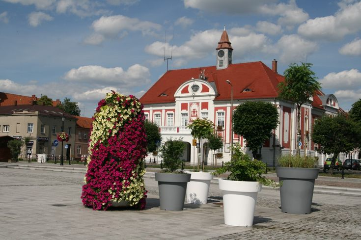 wieże kwiatowe terra ukwiecenie miasta kwietniki | flower towers for cities by terra group, large flower pots by terraformdesign.eu