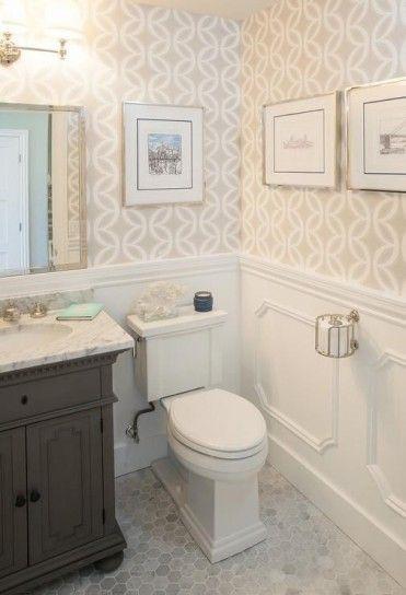 Bagno in stile classico - Colori chiari e luminosi per la carta da parati per il bagno classico.
