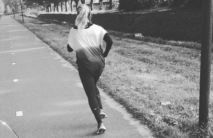 2015 Looking back Oh wat een jaar! Terugkijken doe ik regelmatig; niet om spijt te hebben of ergens in blijven hangen, maar om dankbaar te zijn voor waar ik nu sta en wie ik ben. Het is een jaar van opbouwen geweest, van een aantal bijzondere wedstrijden, van persoonlijke groei en natuurlijk een dikke teleurstelling gevolgd door het besluit om niet meer voor een halve marathon te trainen. Niet omdat ik het niet kan, want dat heb ik al lang en breed bewezen, maar omdat het niet meer in mijn…