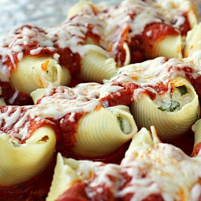 Chicken and Spinach, Cheese Stuffed Shells! Super easy and yum!
