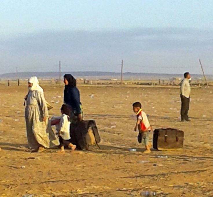 A family arrives through the temporary border crossing near Metismail. (Credit CARE/Chloe Day) #kobane