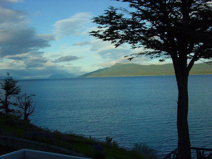 Lago Fagnano en la Isla grande de Tierra del Fuego ( cerca de Tolhuin)
