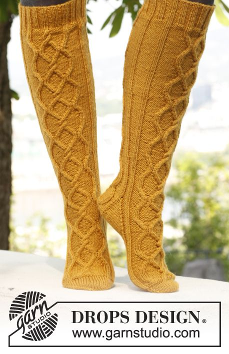 "Free pattern: Knitted DROPS socks with cables in ""Karisma""."