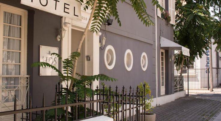 Hotel Don Santiago Bellavista abrió sus puertas el año 2011. Es una casona ambientada en los años 30, la cual se caracteriza por ser un lugar acogedor y por ofrecer un trato cercano a sus huéspedes, logrando de esta manera que se sientan como en su propia casa.
