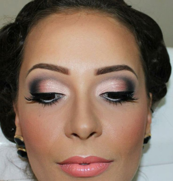 A touch of pink on the eyelids to match my pink-themed wedding palette ;) Can't forget the smoulder though!