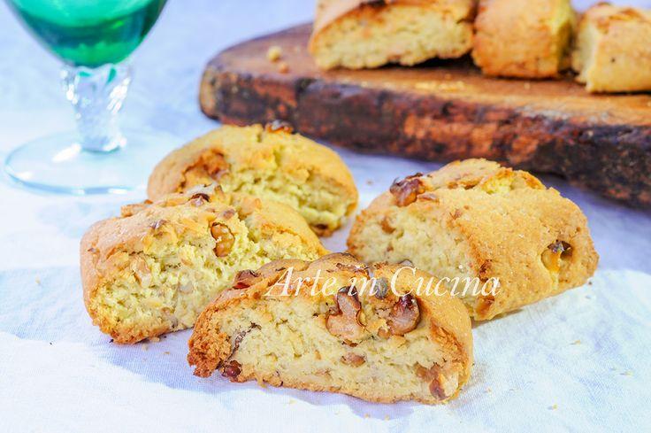 Tozzetti alle noci, biscotti facili, ricetta veloce, biscotti per colazione, merenda, senza burro, senza lievito, biscotti rustici con frutta secca, ricetta tipica