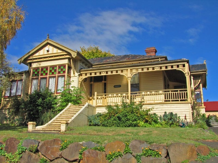 Pet Friendly Accommodation in Tasmania at Alice's Cottages and Spa Hideaways. Article for Think Tasmania.
