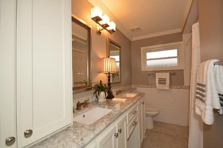 Hall Bath Quot Super White Quot Granite With Two Rectangular
