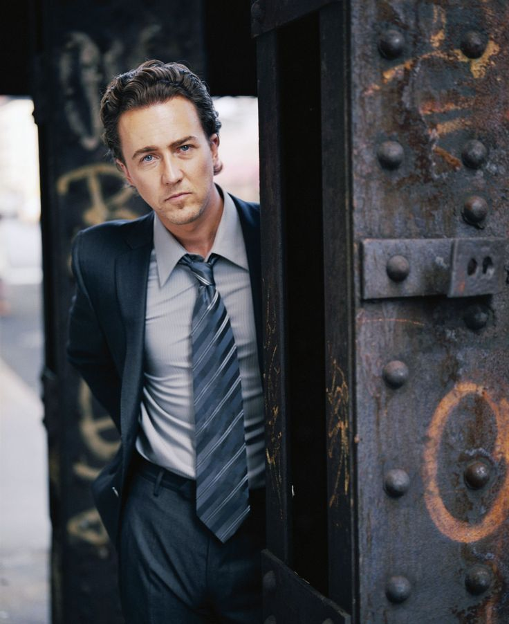 Edward Norton as Dr. Bruce Banner in The Incredible Hulk He made a HOT Bruce Banner ^#^