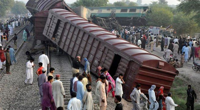 Lucknow: At least five people were injured after the last coach of the Satyagrah Express collided with a goods train near Sitapur, Uttar Pradesh. The mishap took place while the passenger train, which runs between Old Delhi station and Raxaul Junction in Bihar, was changing railways tracks.