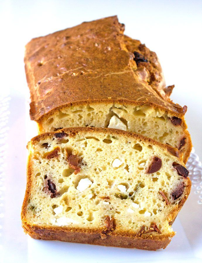 The flavour of this Savoury Cake is as Greek as it gets: Santorini sundried tomatoes in olive oil, olives from Kalamata and sharp, barrel aged feta cheese.