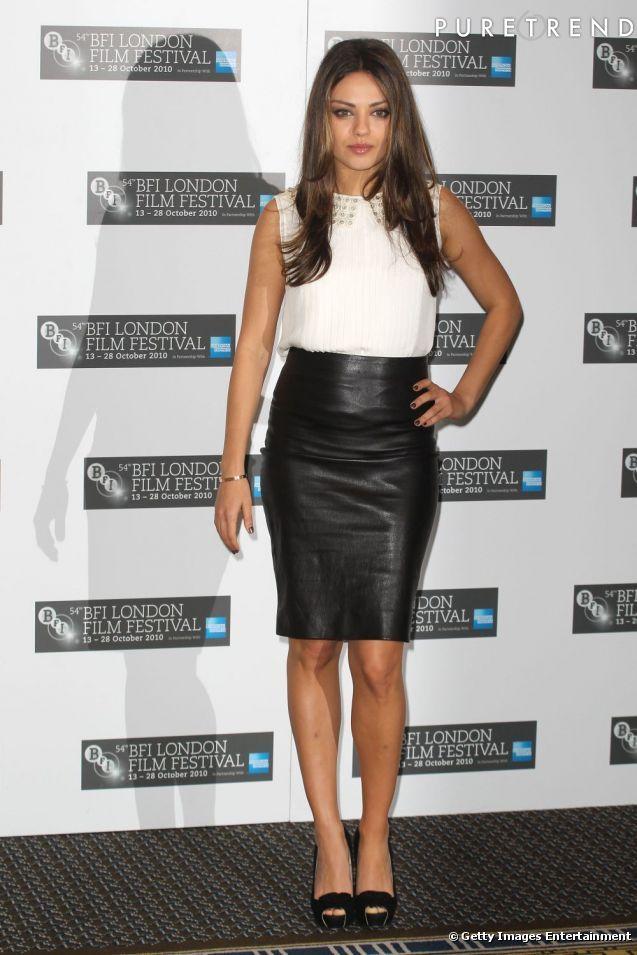 Mila Kunis, nouvelle queen du sex-appeal, mise sur une jupe en cuir L'Wren Scott pour se faire remarquer sur red carpet.