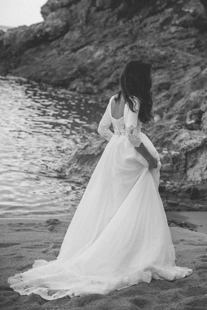 ¿Te casas? Si no sabes por qué vestido decantarte apuesta por ser una novia con manga larga.