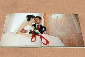 одно фото на развороте свадебной фотокниги