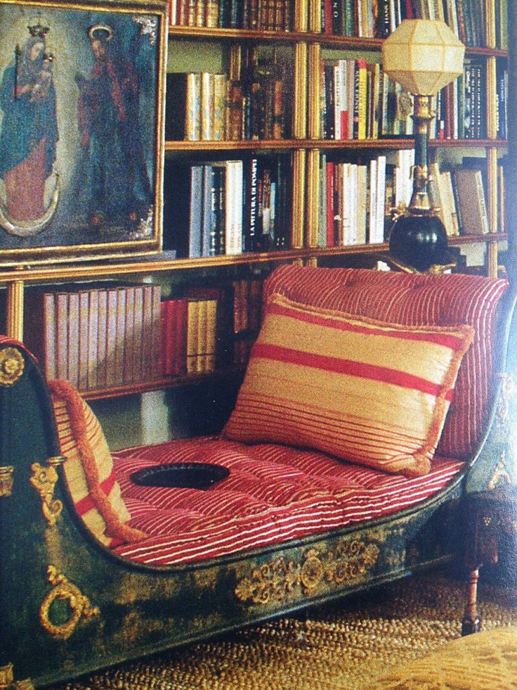I adore placing furniture in front of bookcases!  This little Empire daybed is a perfect spot for a bit of reading.  ~Splendor