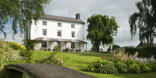 For #stunningviews and a #relaxing stay visit Upper Buckton, Craven Arms (Shropshire), England.  #charming #small #hotels #charmingtravel #travel #trips #exploreengland #shropshire #visitengland #rooms #autumntravel #autumntrips #holiday #holidays