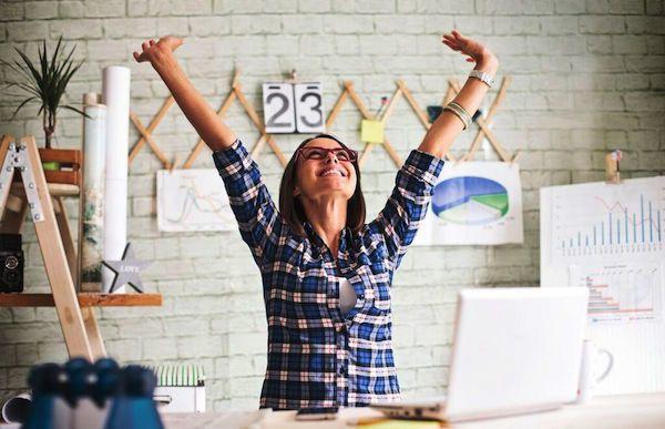 """<p><b>Está tudo bem</b><br/></p><p><br/></p><p>Sabe qual é a maior razão para ficar tranquila quanto a não gostar do seu emprego? Todas nós odiamos, em diferentes níveis, o que fazemos, nossos chefes, nossos escritórios ou aquela colega insuportável.</p><p><br/></p><p><b>Leia mais:</b></p><p><a href=""""http://www.taofeminino.com.br/carreira/estresse-no-trabalho-dicas-para-evita-s2007823.html"""">8 dicas para você não se estressar no trabalho</a></p><p><a…"""