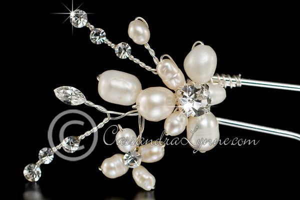 This pearl bridal hair pin has a floral design accented by marquise and round rhinestone jewels. The length of the entire pin is 3.5 inches, the decoration is 1