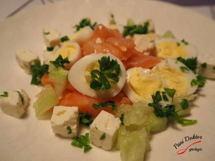 Sałatka z jajek i łososia