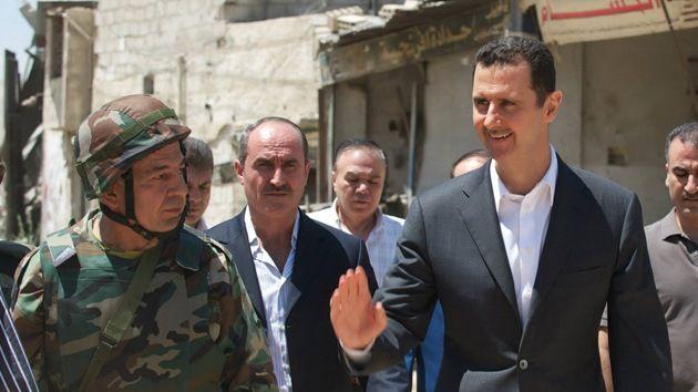 """Exjefe de la CIA: """"La victoria de Al Assad es la mejor salida a la guerra civil en Siria"""" – Al no ser capaz de controlar #Siria y #OrienteMedio, #EstadosUnidos acepta con """"la cola entre las patas"""" que será mejor mantener a #BasharAlAssad; no queda más que aceptar disimuladamente la derrota y mantenerse al margen por ahora; punto para el país sirio; no obstante ¿Quién pagará por el genocidio, la destrucción y los daños que dejará a largo plazo? ¿Quién enjuiciará a los #EEUU? Sobretodo…"""