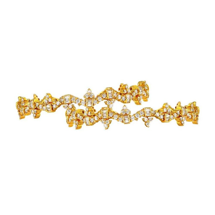 Mehrasons 10.51 ct Diamond Bangles In 18 kt Gold     A set of stunning bangles for women by Mehrasons Jewellers