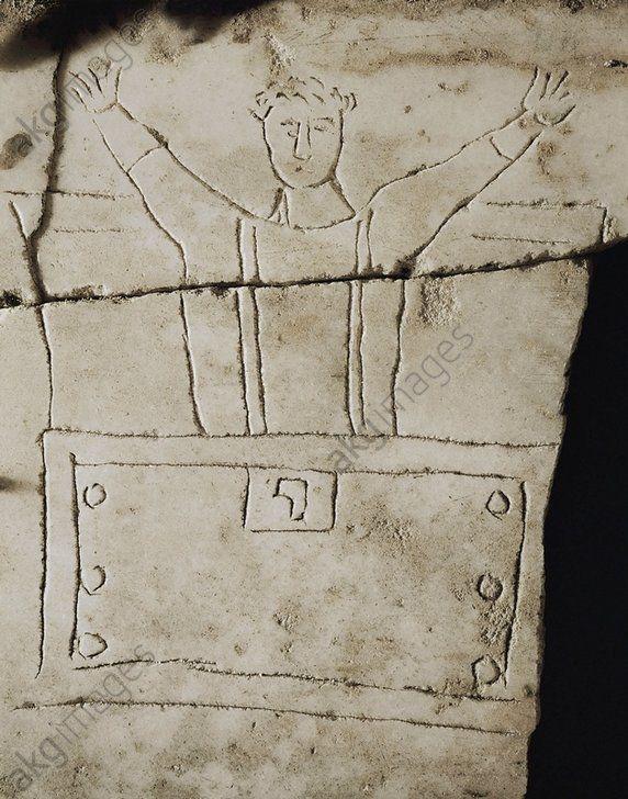 NOÉ / GRAVURE PIERRE PALÉOCHRÉTIENNE. Art paléochrétien, 4° siècle.  Noé prie en quittant l'Arche.  Gravure sur pierre sur un sarcophage en marbre. Rome, Catacombe di Priscilla.