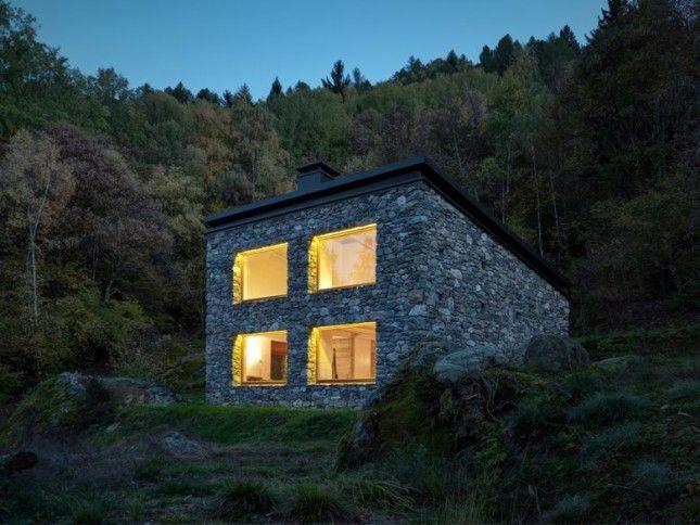 CASA VI: un ottimo esempio di architettura montana sulle Alpi Orobie. http://www.organiconcrete.com/2016/01/22/casa-vi-un-ottimo-esempio-di-architettura-montana-sulle-alpi-orobie/