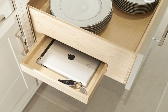 5-LINLEY-Kitchen-26-ipad-storage.jpg 550×367 pixels