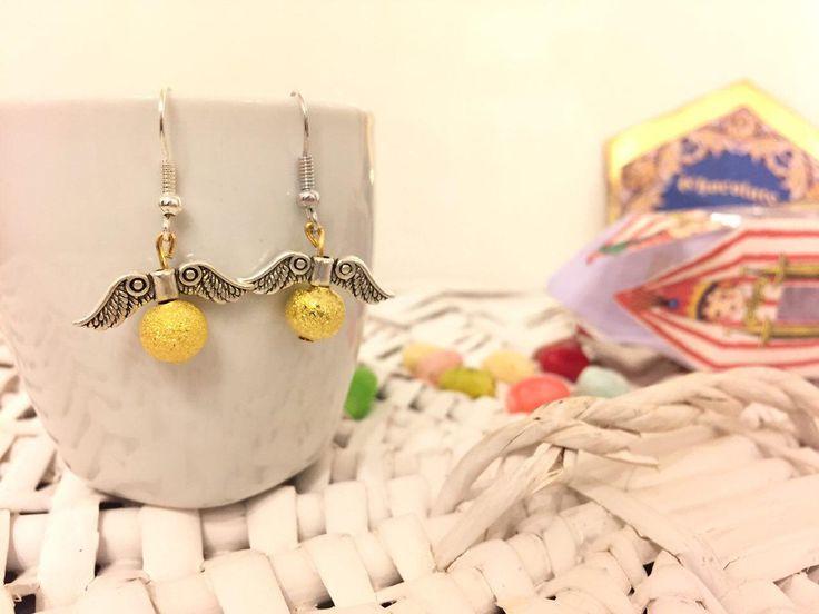 Golden Snitch Earrings - Orecchini Boccino d'Oro di OwlPostOffice su Etsy https://www.etsy.com/it/listing/494964034/golden-snitch-earrings-orecchini-boccino
