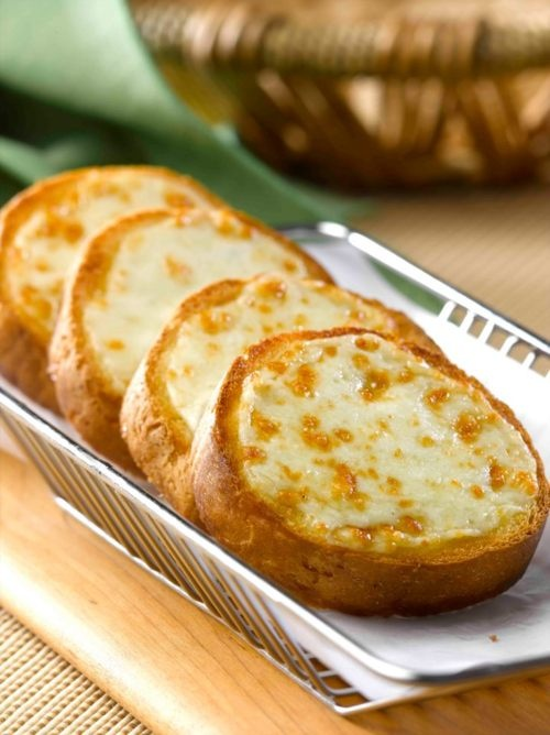 Pizza Hut's Garlic Bread With Cheese