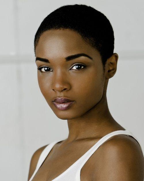 Femme nue, femme noire Vétue de ta couleur qui est vie, de ta forme qui est…                                                                                                                                                                                 Plus