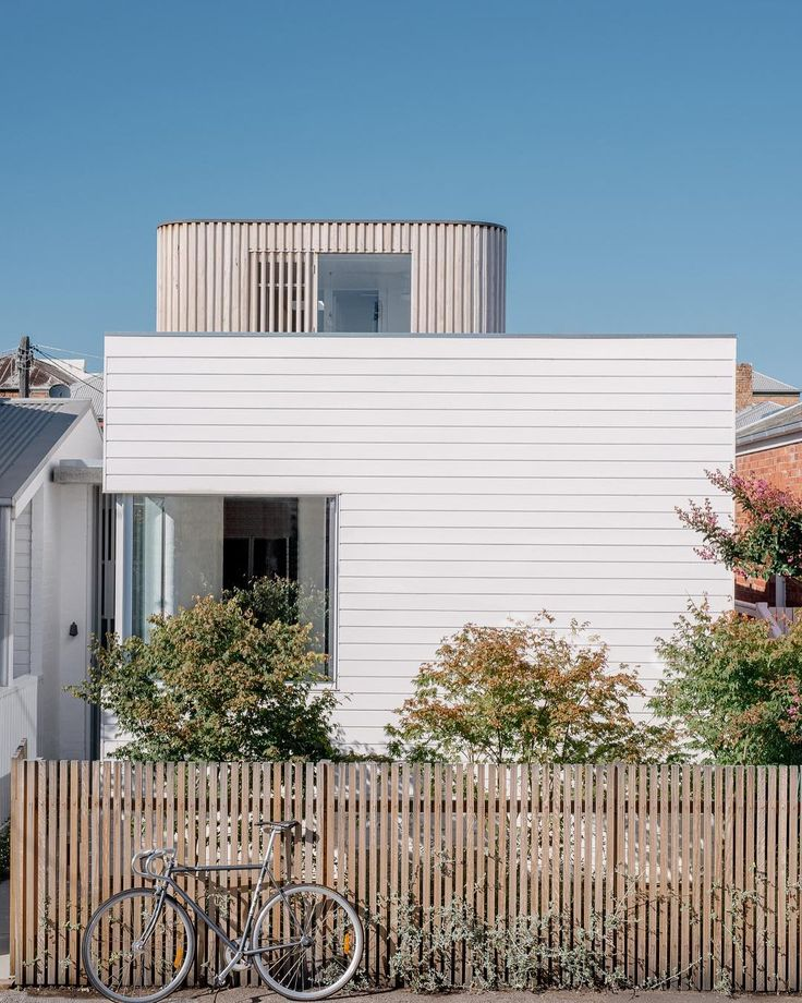 Congratulations to all Victorian Architecture Award winners. This sweet Home by @topology_studio took out the Kevin Borland Small Project Architecture Award. You can read all about it in our September issue. Photo by Paul Hermes.