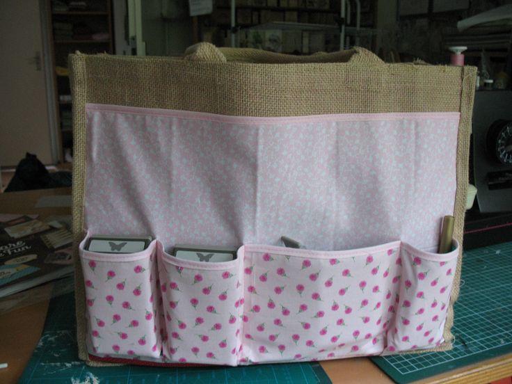Gepimte AH tas. De stofjes komen bij het Kruitvat vandaan, bijna 2 jaar terug. Het patroon is zeer goed te volgen, en je kan je eigen indeling maken qua vakken.