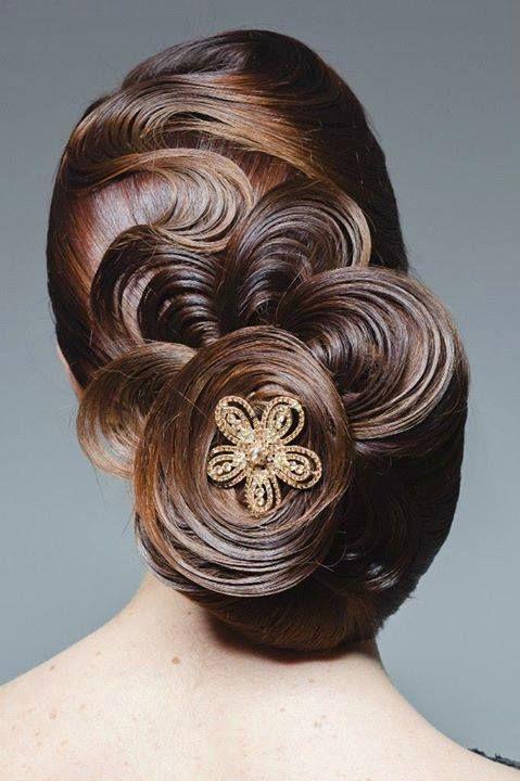 Volveran los volumenes en los #peinados de #novia? en @innovias empezamos a sospechar que sí!