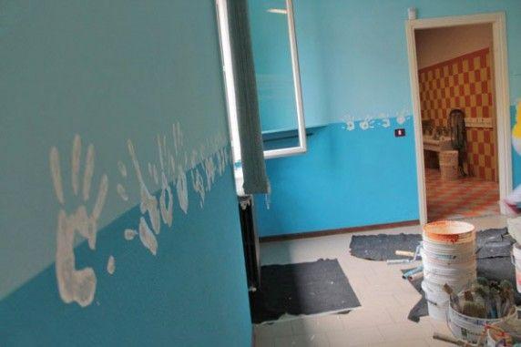 Imbianchini volontari colorano la scuola di #Pisano | ilVergante  http://ilvergante.com/2014/07/15/imbianchini-volontari-pitturano-la-scuola-di-pisano/  ( #Novara #Piedmont #Italy )