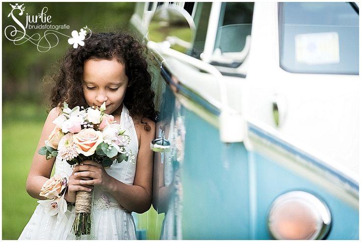 #coxdesign #styledshoot #vintage #schinvelderhoeve #sjurliefotografie #doubleface #peach #lace # biejdetant #enjoyfeestballonshop #entertainmentcompany #outdoors #orchid #pink #pastel #rose #lilyofthevalley #grey #white  #loveliciouscakes #ottelien #bridemaid #flowergirl #cute #sweet #bruid #bride #groom #bruidegom #bruidsmeisje #spitze #kant #bruidsjurk #trouwen #wedding #schinveld #zuidlimburg #jezalermaarwonen #orchidee #vwbusje #orchidee #roos #roze #bruidsboeket #corsage