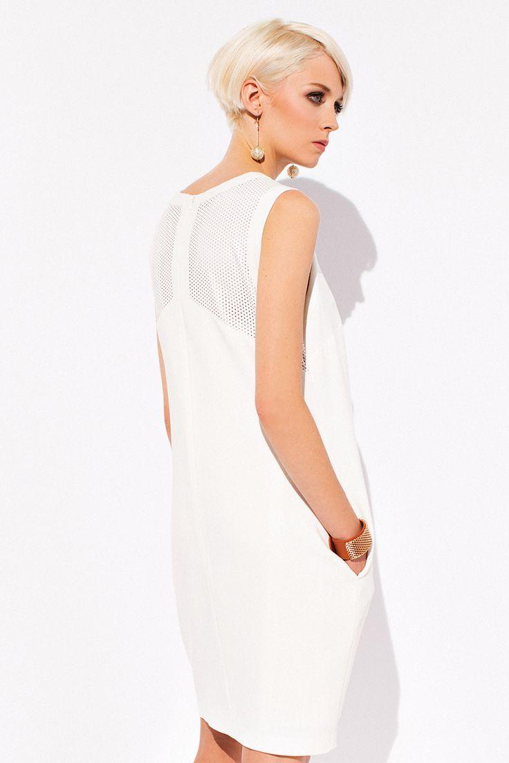 ПЛАТЬЕ MELANIE Любителям свободы и креатива, дизайнеры ZAPS создали платье Melanie. Модель выполнена в свободном фасоне, с короткими рукавами, удобными карманами, на талии. Модель отлично подойдет девушкам с разными типами фигуры, скроет недостатки и подчеркнет безупречный вкус. Платье Melanie создано для стильных девушек, которые по достоинству оценят удобный фасон. Ваш внешний вид будет изящным и ярким!