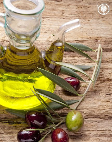 Do you know that olive oil is considered to be...an elixir of youth? Use extra virgin olive oil and olives for a nutritious and balanced diet! #olives #oliveoil #yolenistaste #yolenistips https://www.yolenis.com/7/extra_virgin_olive_oil